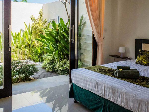 bali-villa-bedroom_t20_WQgddX